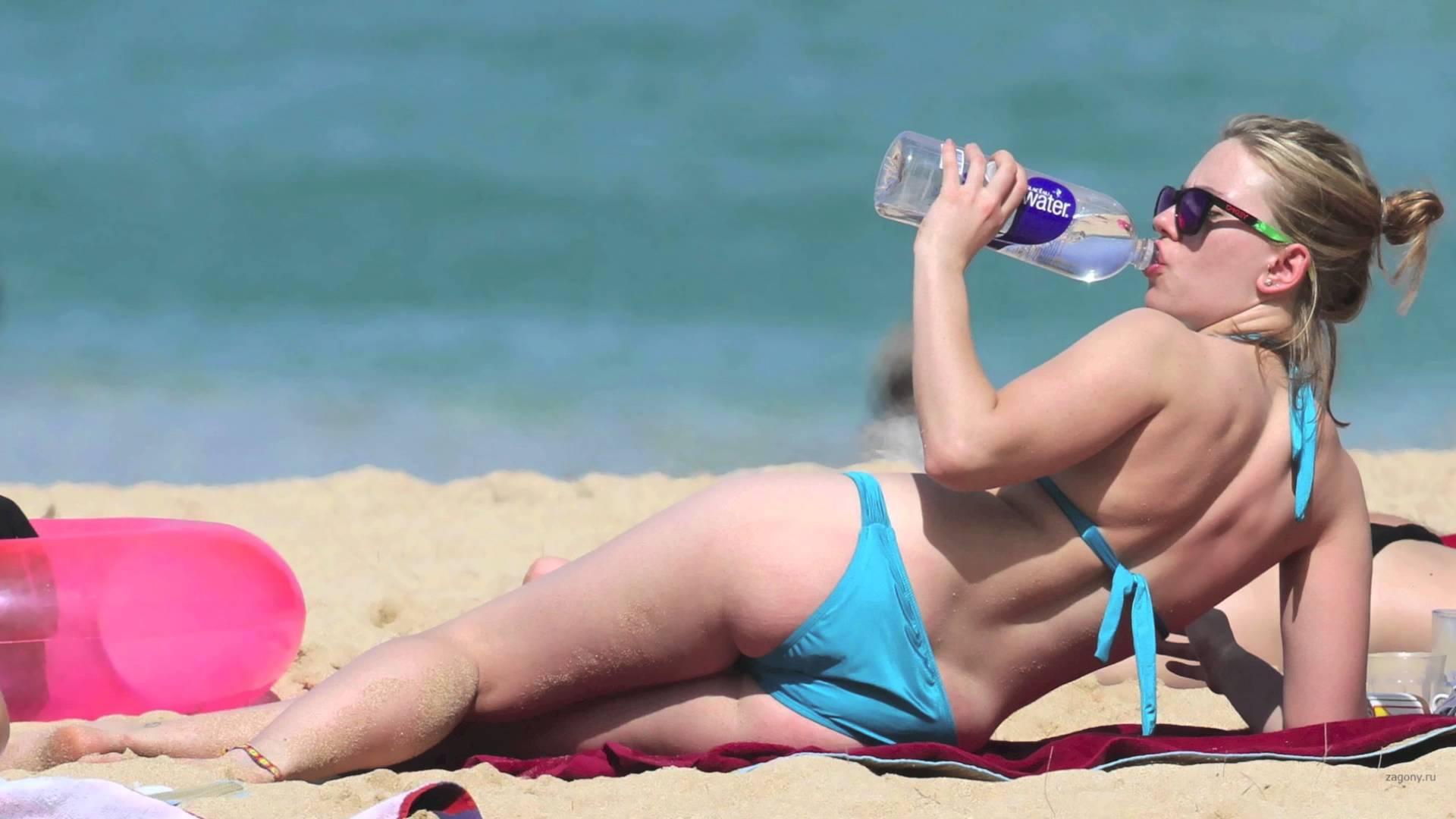 Nude scarlett beach johansson Scarlett Johansson